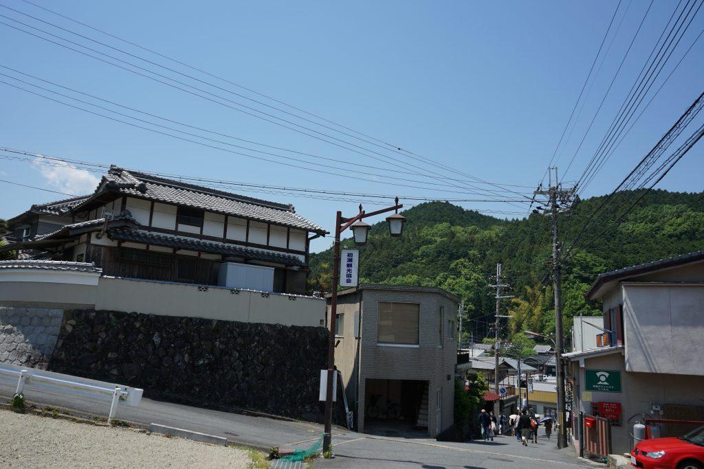 長谷寺への坂道