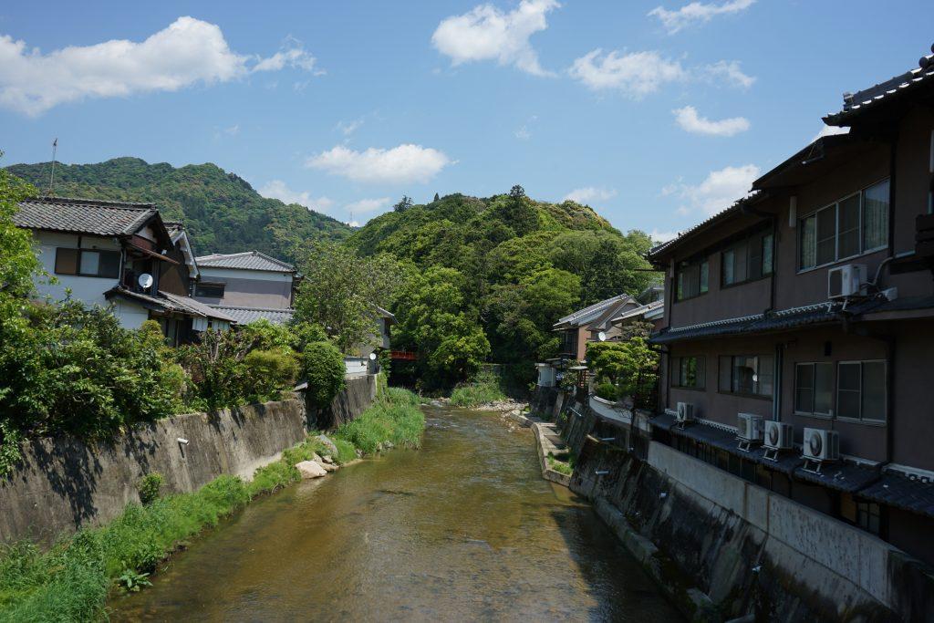 長谷大橋から長谷山口坐神社の橋方面1