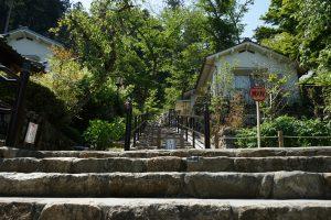 長谷寺下山中の石段
