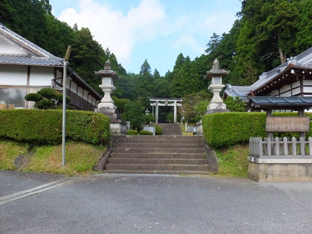 八咫烏神社参道