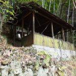二上山登山道謎の建物