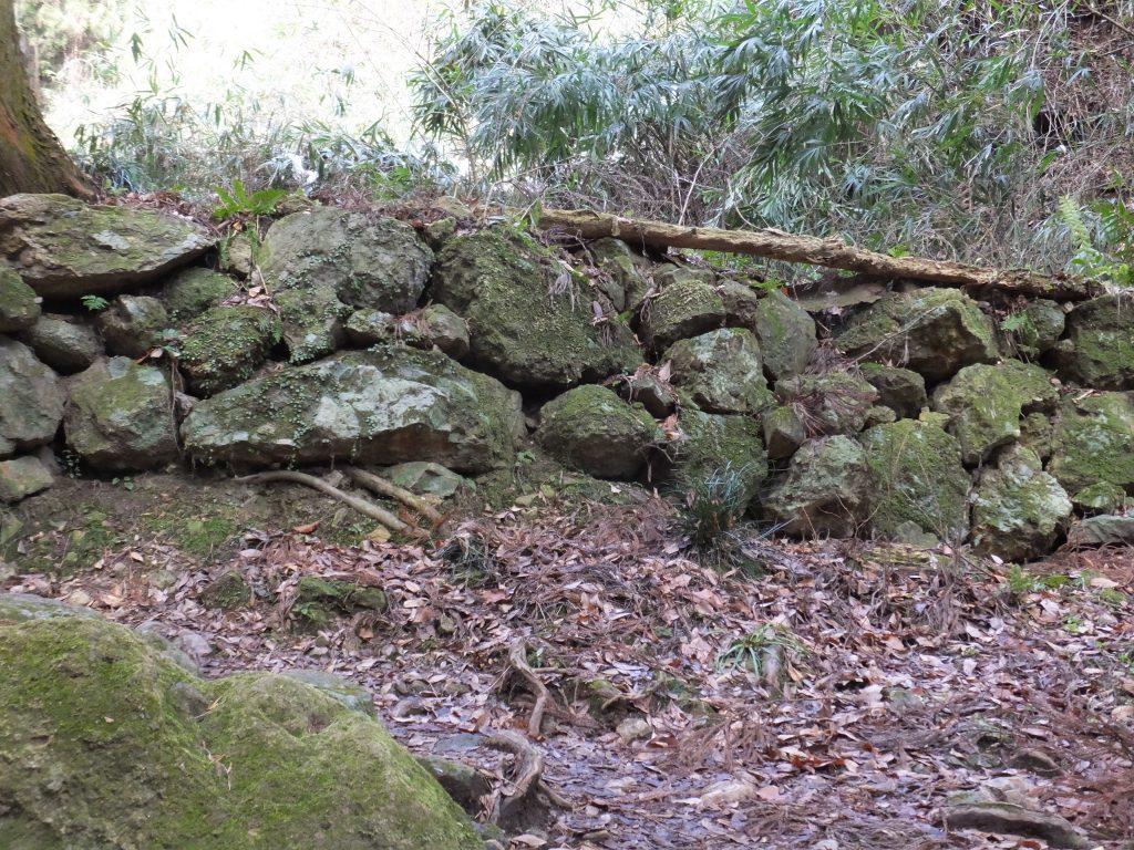 二上山登山道石垣1