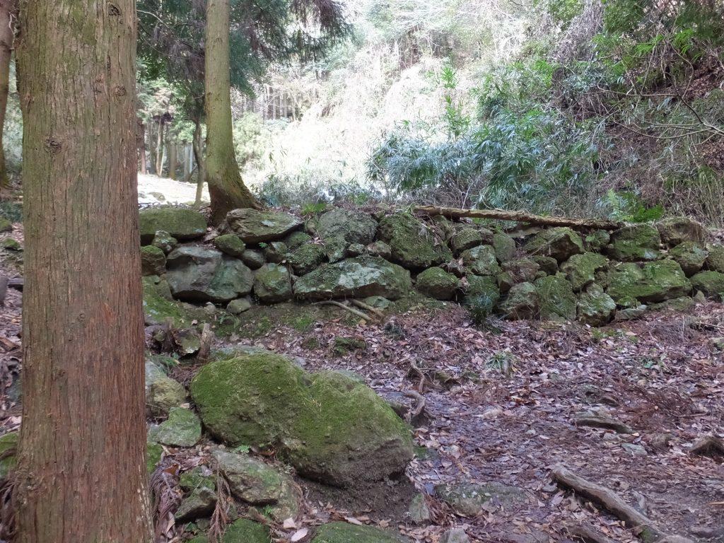 二上山登山道石垣2