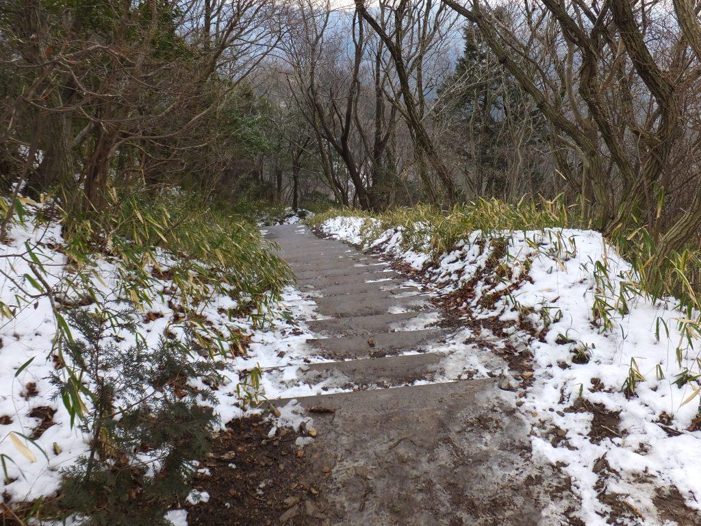 二上山雄岳登山道3