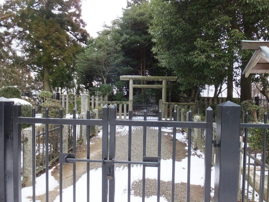 大津皇子御墓正面アップ1