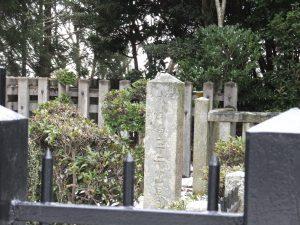 大津皇子御墓正面石碑アップ
