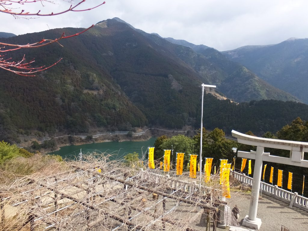 丹生川上神社上社ダム湖風景