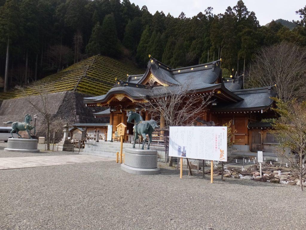 丹生川上神社上社本殿前