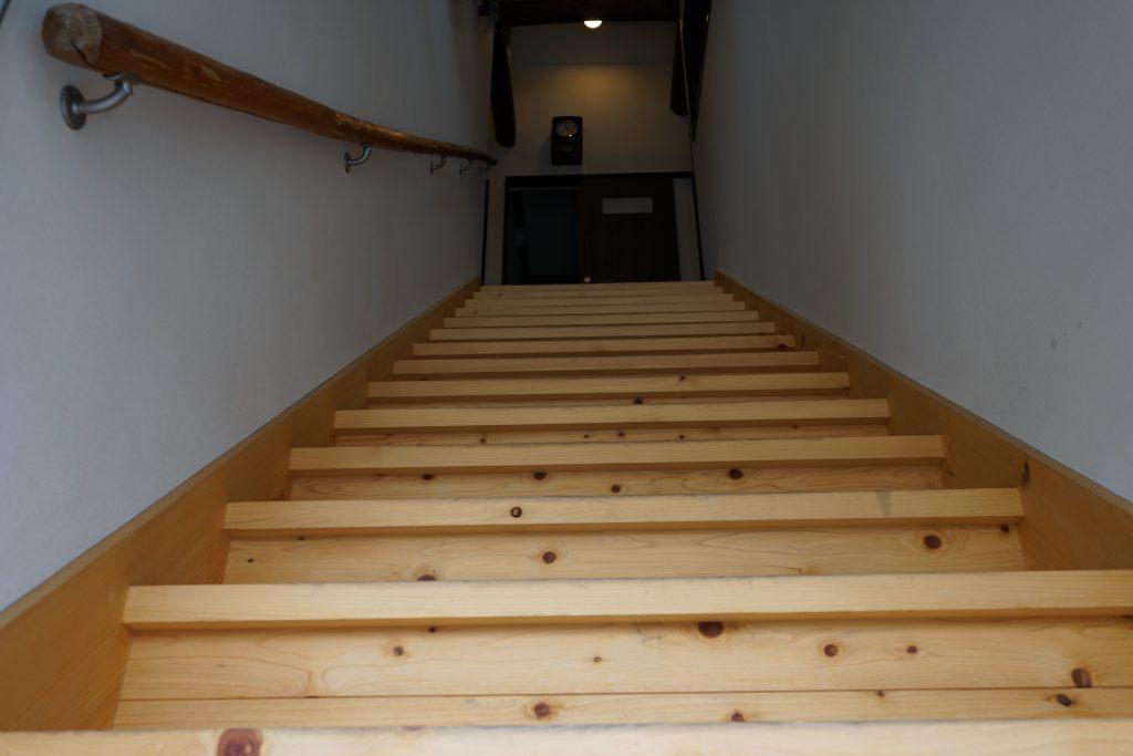 たびじたく古民家の階段