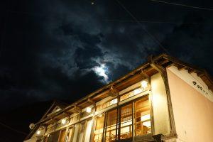 天の川カフェの月