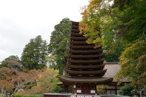 談山神社十三重塔と紅葉1